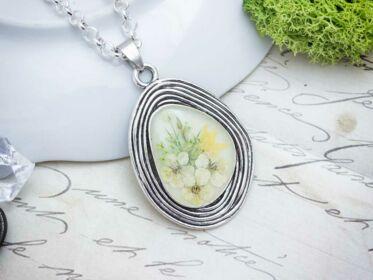 Fehér tavasz műgyanta nyaklánc