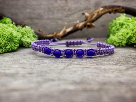 Lila makramé karkötő lila jáde kövekkel