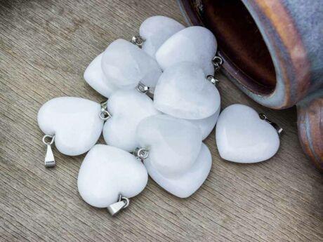 Tejkvarc szív ásvány medál
