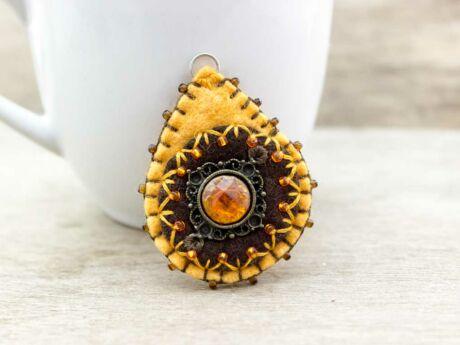 Gyapjúfilc barna és narancssárga csepp medál