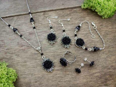 Fekete rózsás gyűrű karkötő fülbevalók és nyaklánc szett