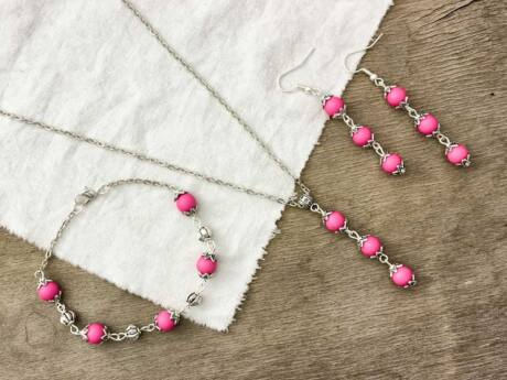 Golyós rózsaszín fülbevaló karkötő és nyaklánc szett