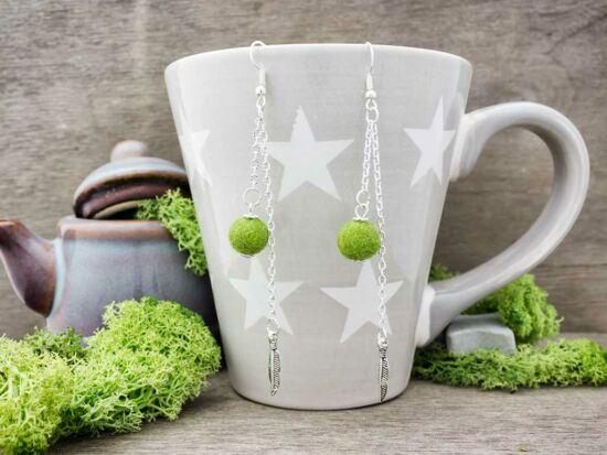 Zöld levélkés díszes labdacs lógós nemez fülbevaló