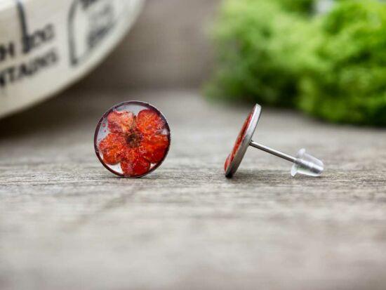 Piros virág beszúrós gyanta fülbevaló
