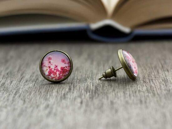 Üveglencsés virágos beszúrós fülbevaló