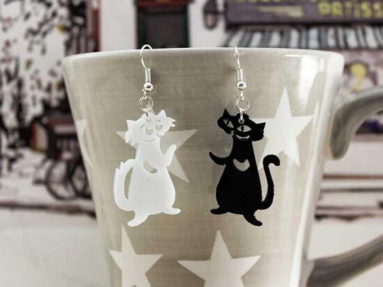 Fekete és fehér cica plexi fülbevaló