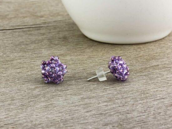 Falatnyi gyöngyös lila beszúrós fülbevaló