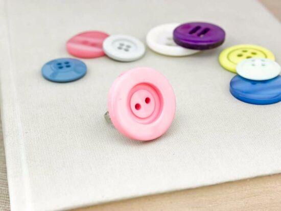 Rózsaszín gombos gyűrű