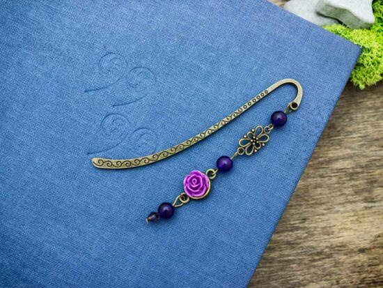 Sötét lila rózsás könyvjelző