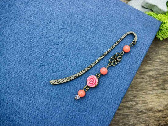 Korall színű rózsás könyvjelző
