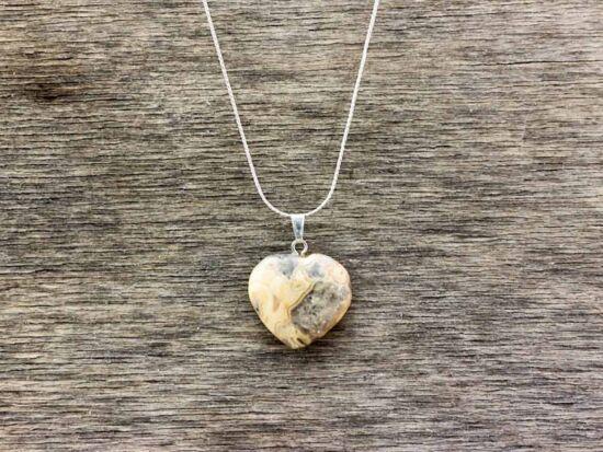 Rodonit szív ásvány medál