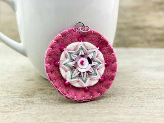 Gyapjúfilc rózsaszín csillag medál