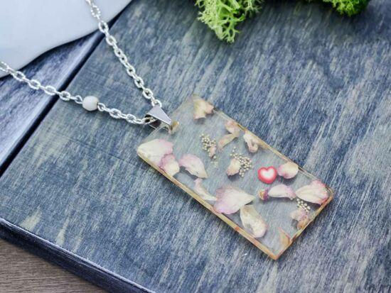 Rózsaszirmocskák műgyanta nyaklánc