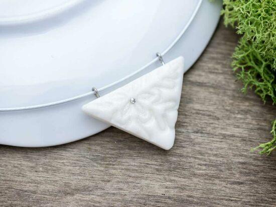 Gyurma háromszög fehér hópelyhes medál sodrony nyaklánccal