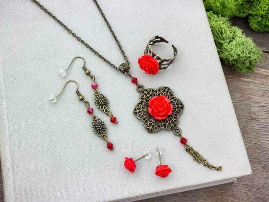 Piros színű rózsás gyűrű fülbevalók és nyaklánc szett