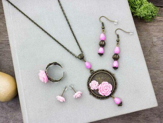 Rózsaszín rózsás gyűrű fülbevalók és nyaklánc szett