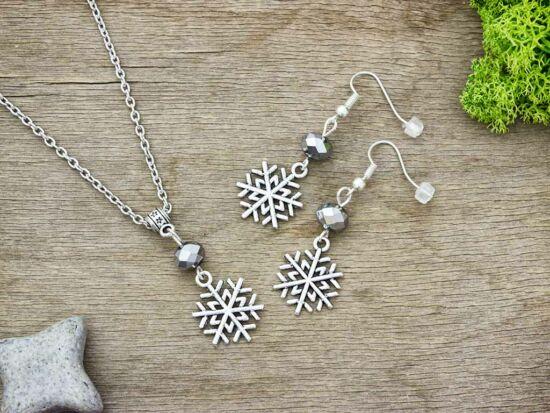 Karácsonyi hópehely ezüst gyöngyös nyaklánc és fülbevaló szett