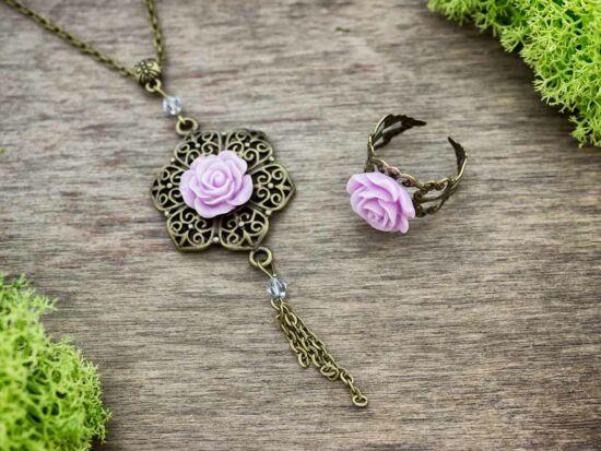 Lila színű rózsás gyűrű és nyaklánc szett