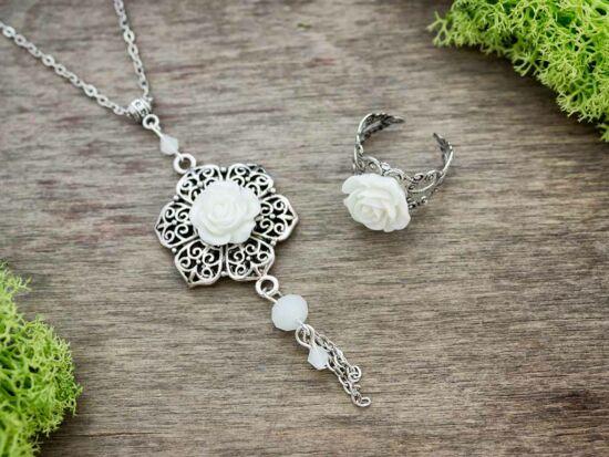 Fehér rózsás gyűrű és nyaklánc szett