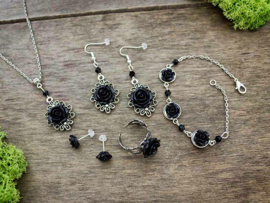 Fekete színű rózsás fülbevalók karkötő gyűrű és nyaklánc szett