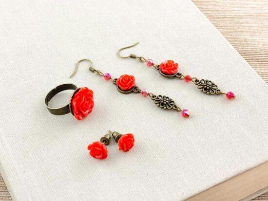 Piros rózsás fülbevaló és gyűrű szett
