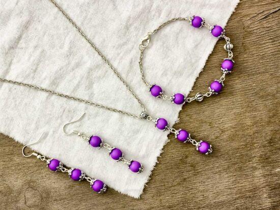 Golyós lila fülbevaló karkötő és nyaklánc szett