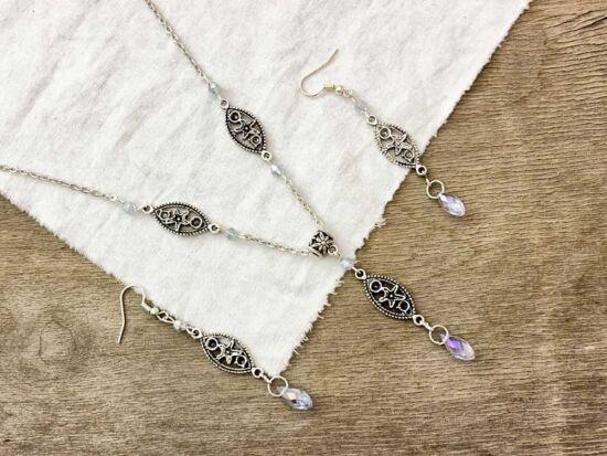 Halvány lila színű kristályos fülbevaló és nyaklánc szett