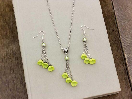 Zöld virágos nyaklánc és fülbevaló szett