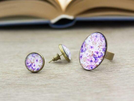 Üveglencsés lila virágos gyűrű és fülbevaló szett