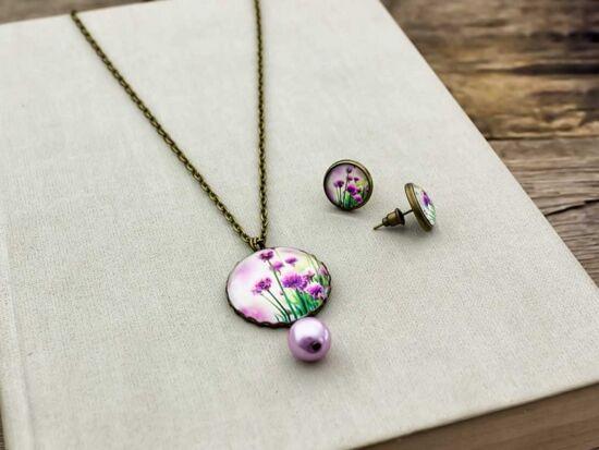 Üveglencsés lila virágos fülbevaló és nyaklánc szett