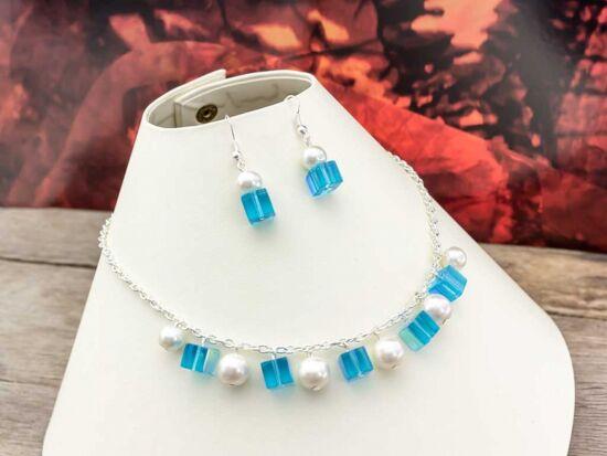 Kék kristályos és fehér tekla fülbevaló és nyaklánc szett