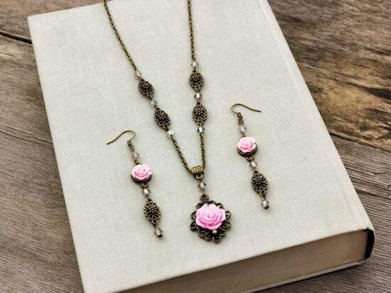 Rózsaszín rózsás fülbevaló és nyaklánc szett