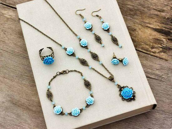 Kék színű rózsás fülbevalók karkötő gyűrű és nyaklánc szett