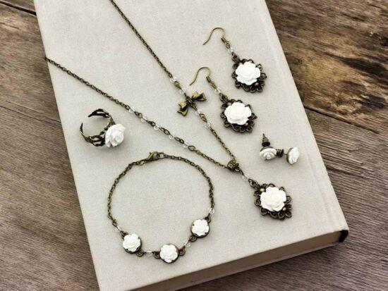 Fehér rózsás gyűrű karkötő fülbevalók és nyaklánc szett