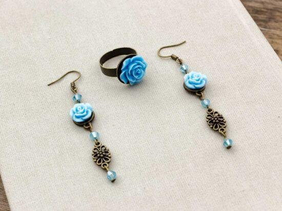 Kék színű rózsás fülbevaló és gyűrű szett