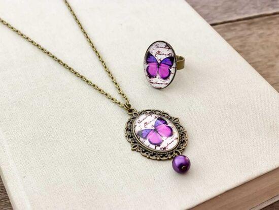 Üveglencsés lila pillangó gyűrű és nyaklánc szett