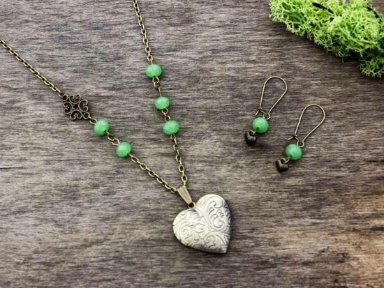 Zöld kristályos fülbevaló és fényképtartós nyitható nyaklánc szett