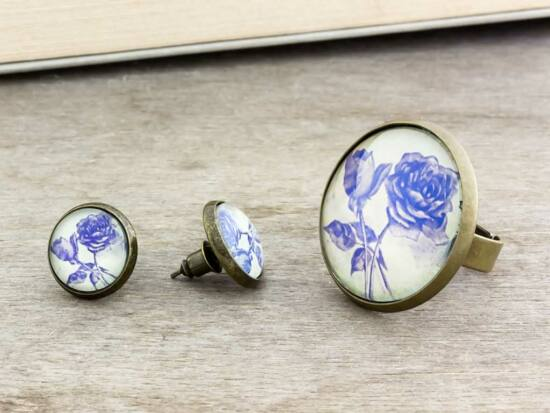 Üveglencsés kék rózsa gyűrű és fülbevaló szett