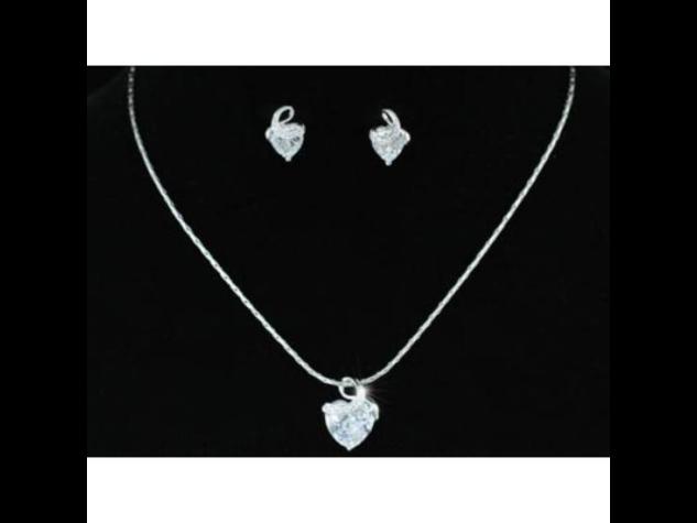 Exclusive Swarovski kristályos szett szív alakú kővel, díszdobozban
