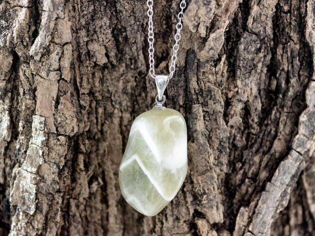 Praziolit más néven zöld ametiszt ásvány medál
