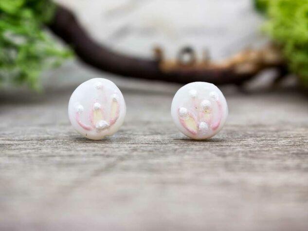 Rózsaszín szellőrózsa gyöngyház beszúrós fülbevaló
