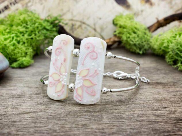 Rózsaszín szellőrózsa gyöngyház karkötő