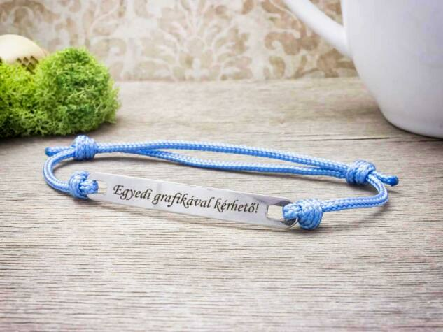 Személyre szabott feliratos lapbetétes babakék karkötő