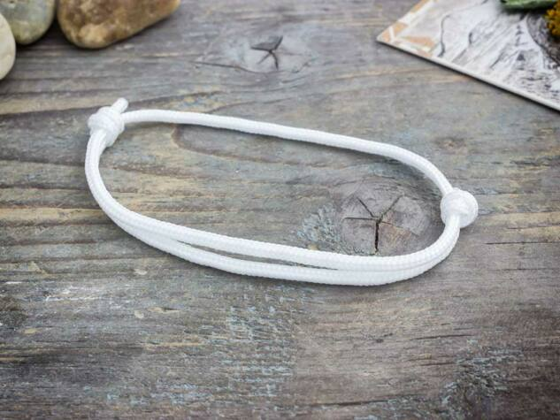 Jóakarat fehér paracord karkötő