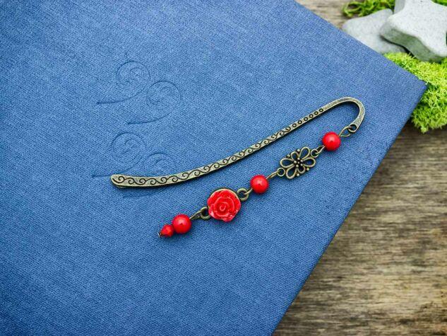 Piros rózsás könyvjelző