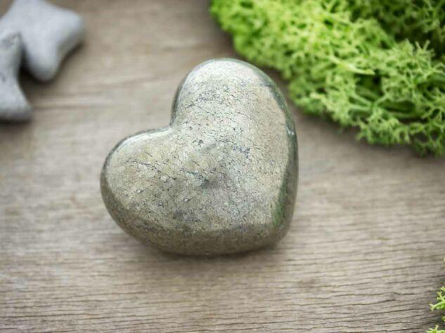Tisztító pirit szív szobor