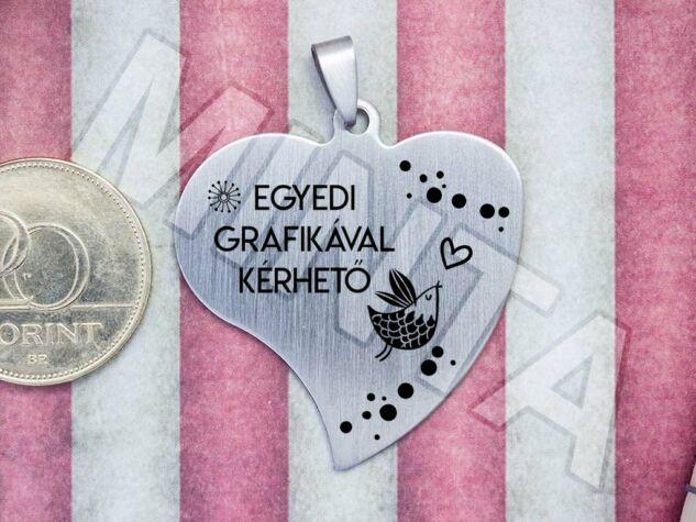 Egyedi grafikával gravírozott acél szív medál