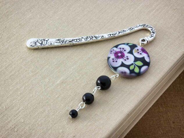 Virágos fekete tekla gyöngyös könyvjelző
