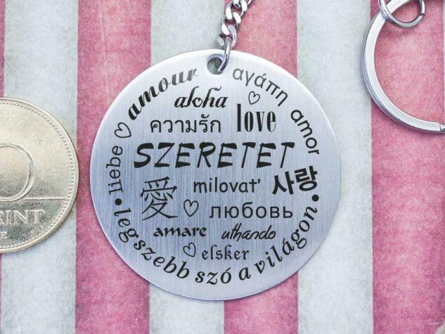 Szeretet ezer nyelve acél medálos kulcstartó