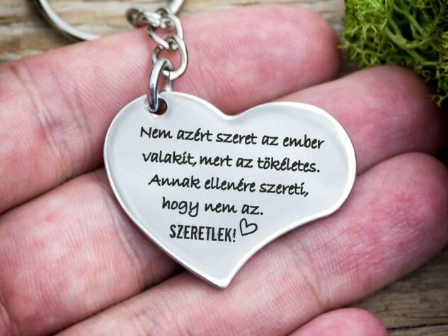 Nem azért szeret acél szív medálos kulcstartó